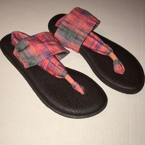 Sanuk Sz 9 sandal Wrap Like New MultiPinkbluegreen